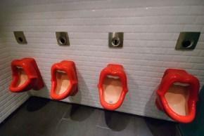 """""""Toilet Planet"""" de Siqui Sánchez o """"Los váteres mas extraños delmundo"""""""
