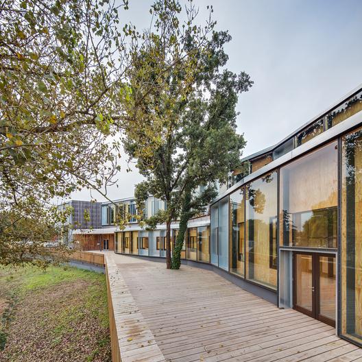 Centro El Roure y Biblioteca la Ginesta - calderon-folch-sarsanedas arquitectes
