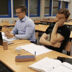 Cuando cabeceas un segundo en clase por haber estado toda la noche conproyectos.