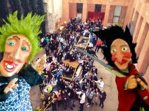 PEDACICOS TODAY: Las fuerzas de seguridad del estado irrumpen en la Semana de Arquitectura de Alcalá de Henares debido a un taller detíteres.