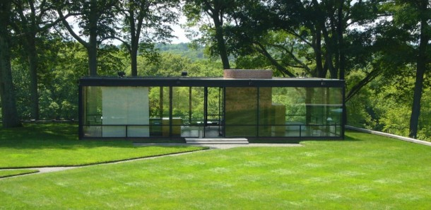 phillip-johnson-glass-house-exterior-1024x500