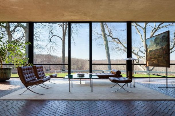 phillip-johnson-glass-house-interior
