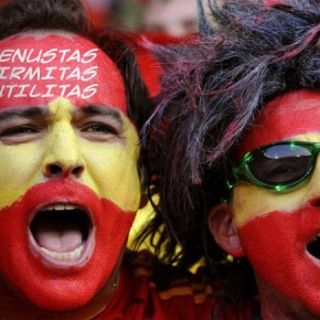 PEDACICOS TODAY: España celebra en las calles el León deOro.